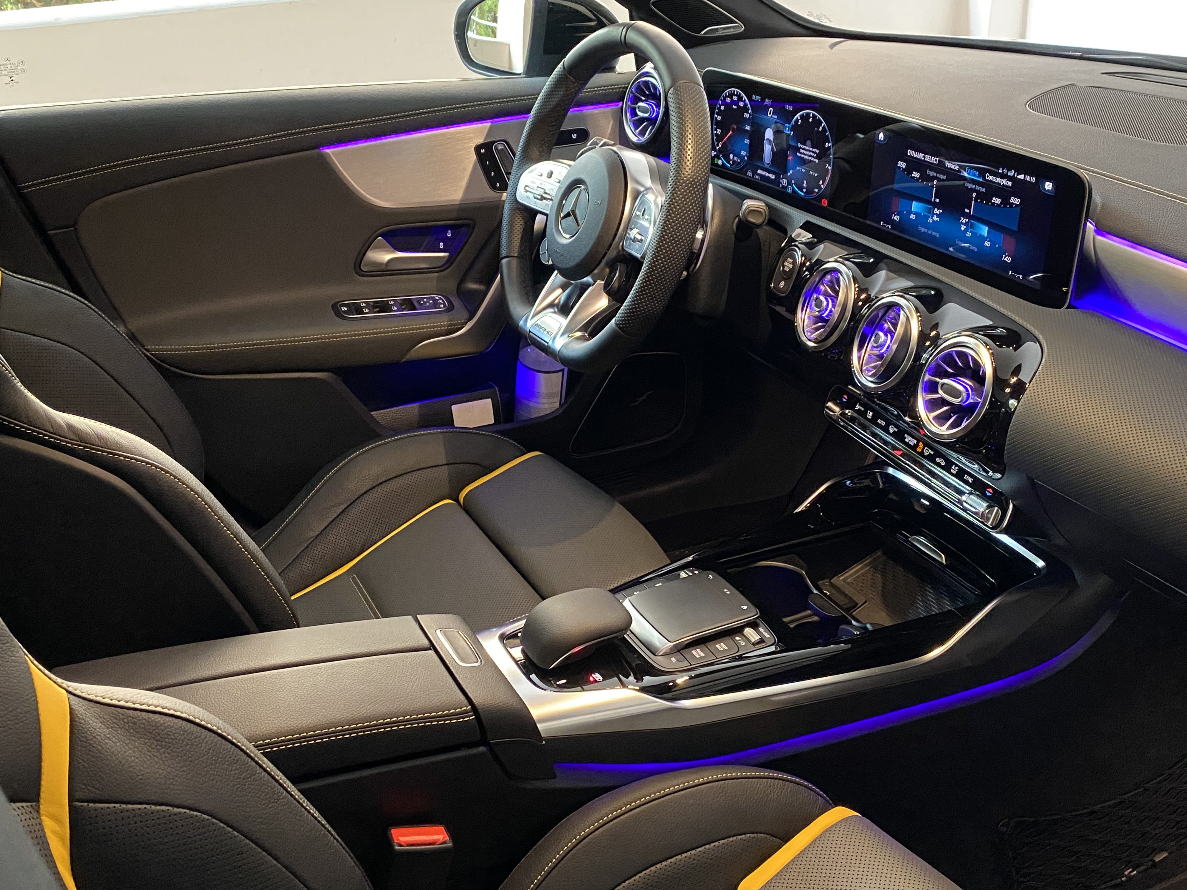 a45s_interior_front01.jpg