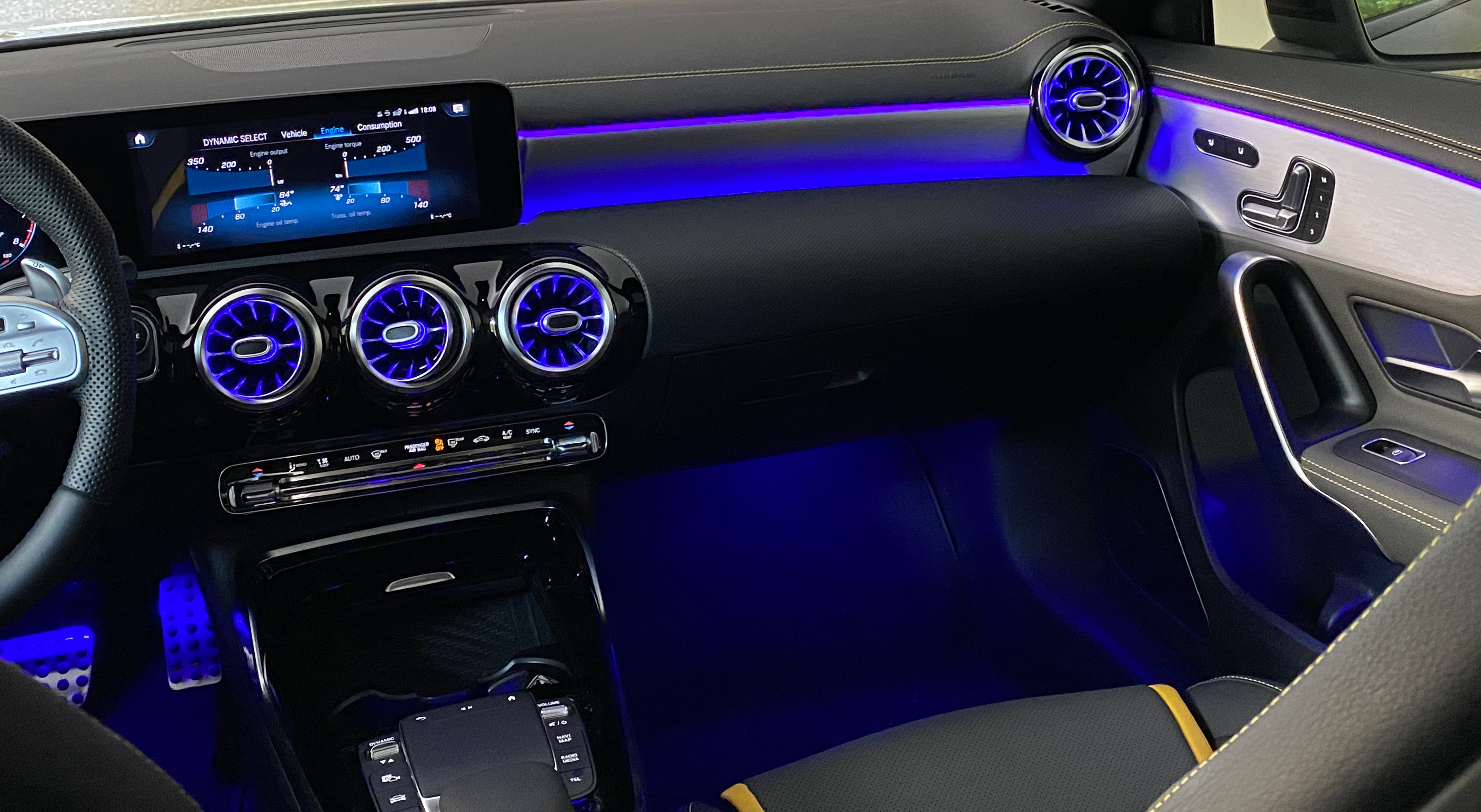 a45s_interior_front02.jpg