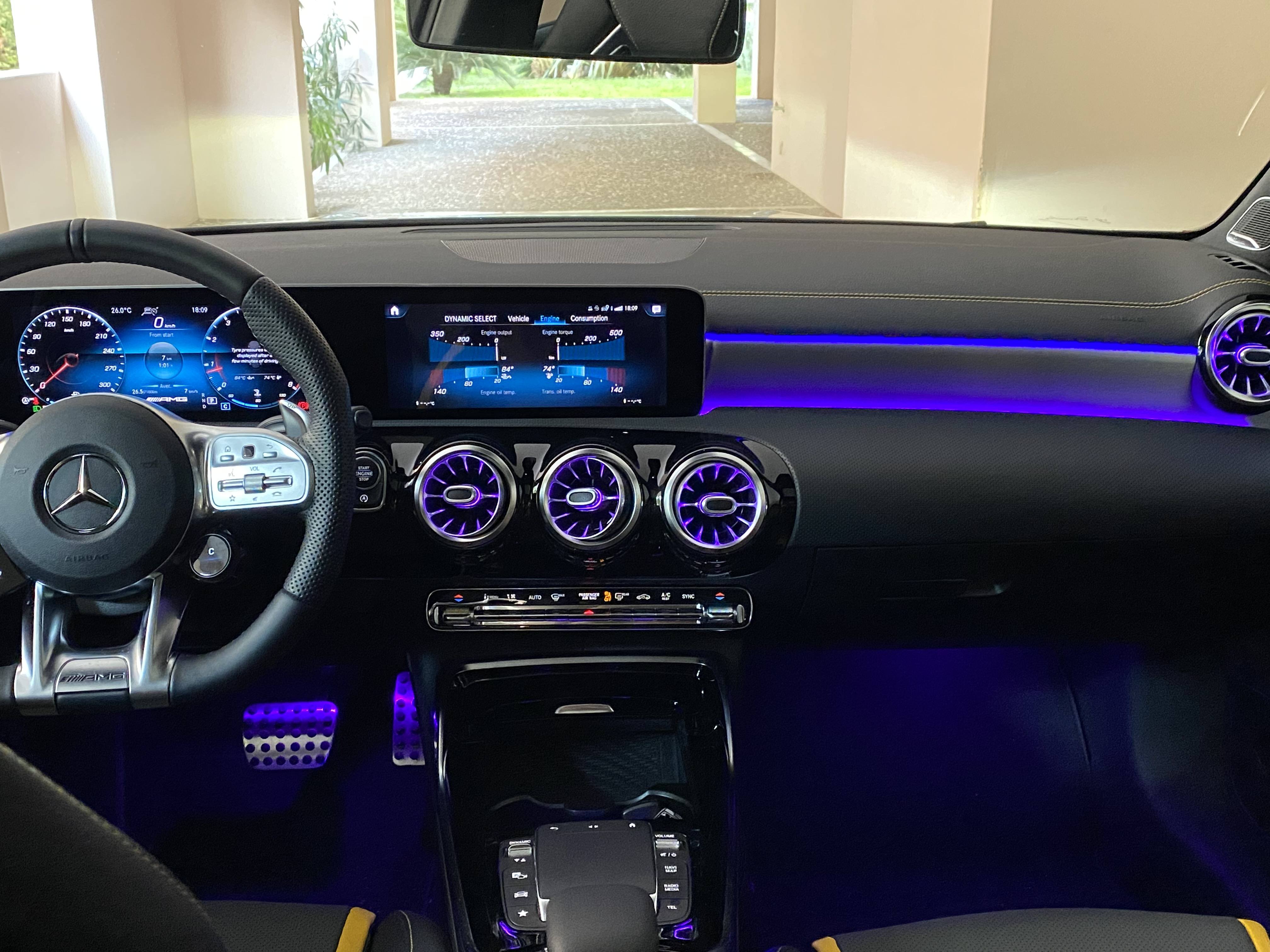 a45s_interior_front03.jpg