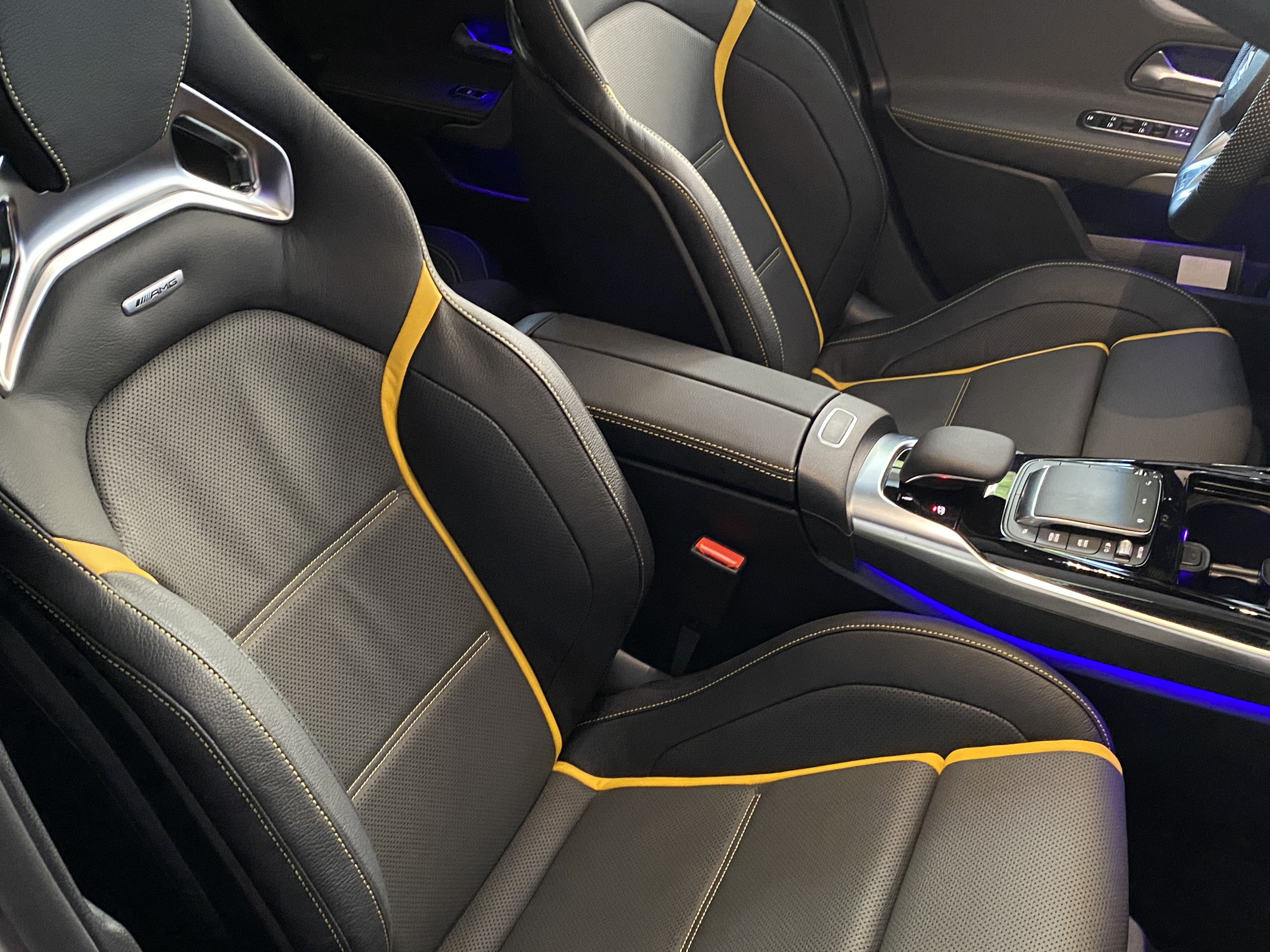 a45s_interior_front04.jpg
