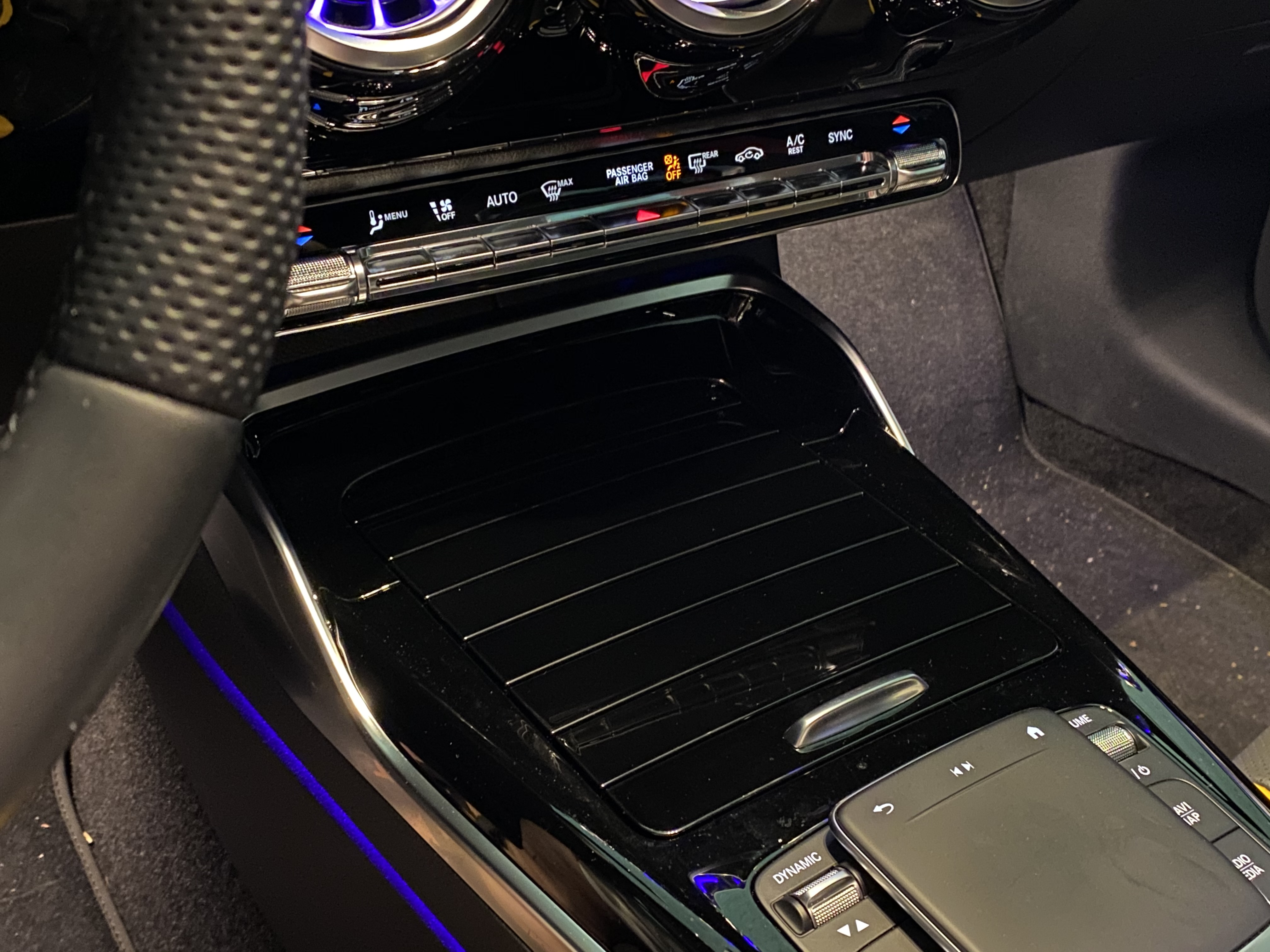a45s_interior_front05.jpg